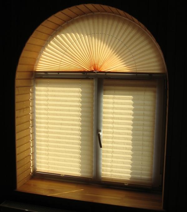 шторы-плиссе на арочном окне